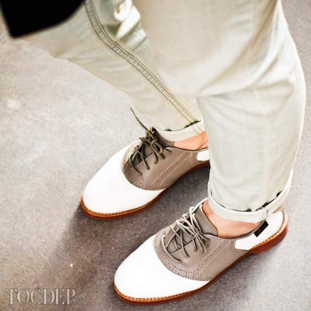 Mức độ yêu sẽ thay đổi theo cách đi Giày của Chàng