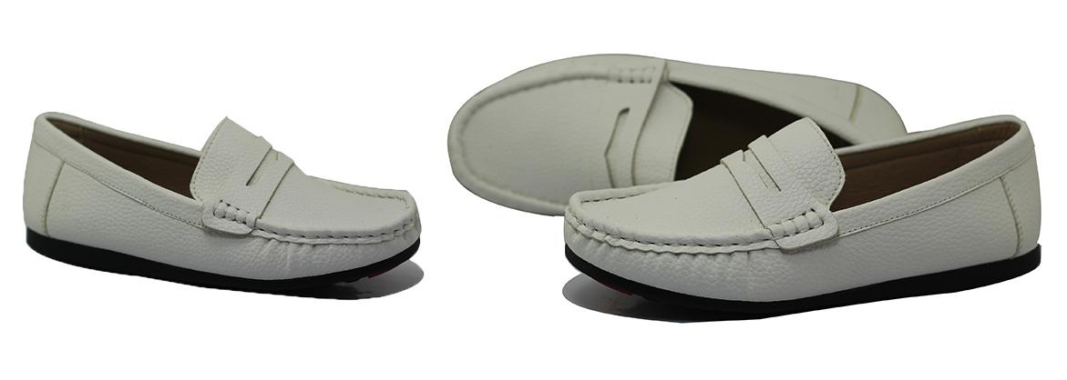 Giày trẻ em màu trắng